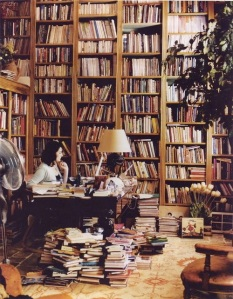 Nigella Lawson's private library. Image courtesy bookmania.me